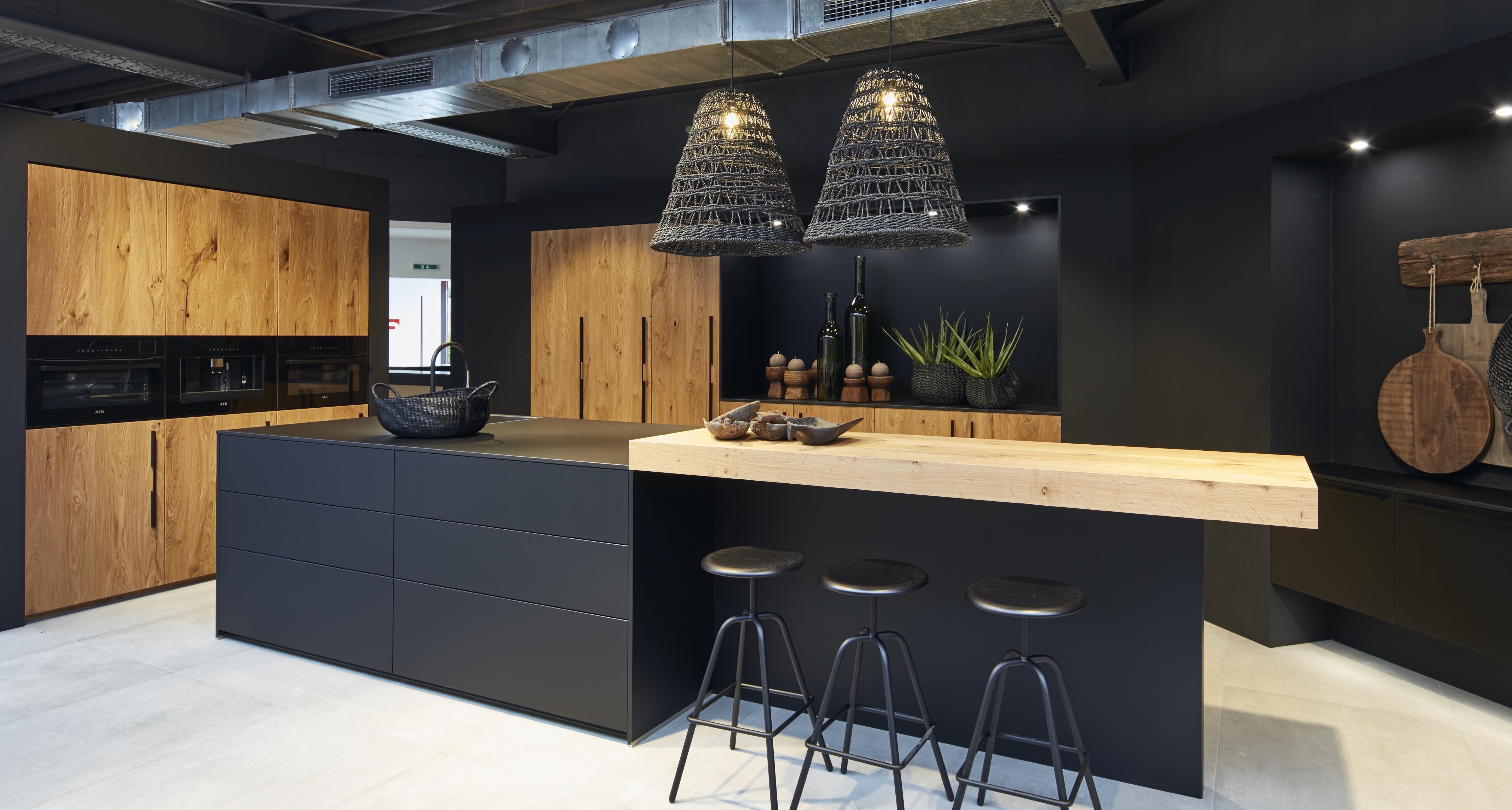 Cocina blanca o negra t cu l eliges dekocina for Cocinas modernas negras con rojo